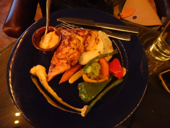 Teddy Boys Spicy cheesy grilled chicken breast (with mashed potatoes and vegetables)